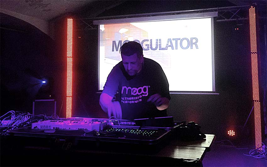 Moogulator Mic Irmer live